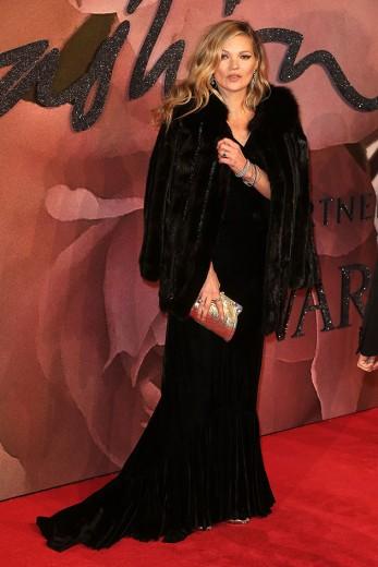 Sim, habemus Kate Moss! Vem ver mais do British Fashion Awards 2016 na galeria - clica na foto!