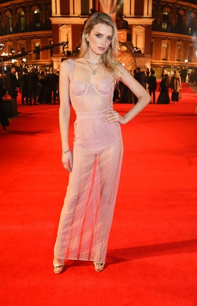 61216-tapete-vermelho-british-fashion-awards-10