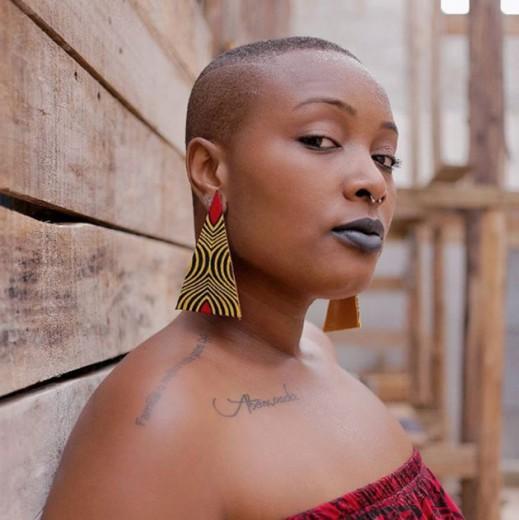 A Xongani tem a missão de empoderar a mulher negra com tecidos de Moçambique! O brinco da foto custa R$ 20. Clica pra conferir mais!