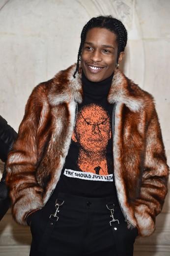 A$ap Rocky já foi com um look da coleção masculina que acabou de ser desfilado! Ele é garoto-propaganda da Dior Homme - vem ver mais