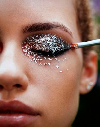 Clica aqui pra ver as opções de glitter biodegradável que separamos pra você arrasar no Carnaval!