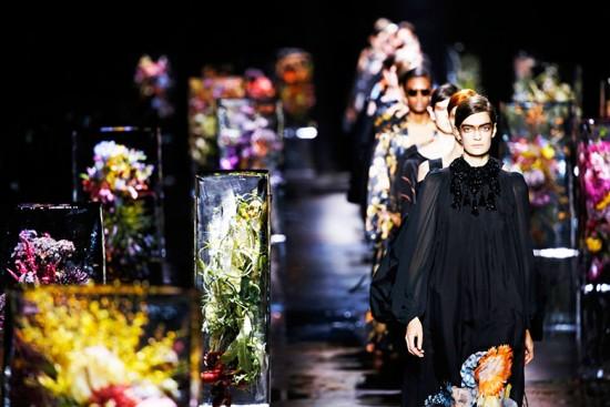 As flores de Dries Van Noten impressionaram na Semana de Moda de Paris de primavera-verão 2017 - o que será que ele vai fazer esse ano?