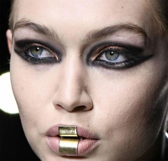 A boneca grunge futurista da Balmain - clica pra ver mais!