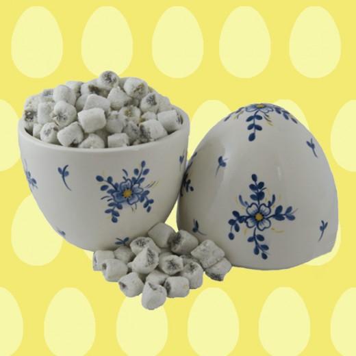 Olha só o ovo da Sweet Show Atelier cheio de balas de coco recheadas come Nutella! (R$ 110) Delícia! Clica pra ver mais