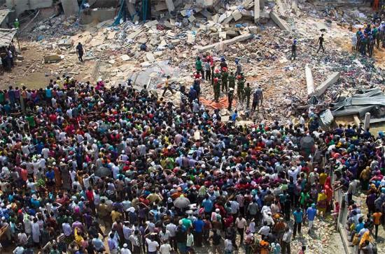 A queda do edifício Rana Plaza, que contava com uma facção de moda, desabou e chamou a atenção sobre a condição de trabalhadores na cadeia de produção de moda