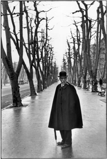 Clique na alameda do Prado em Marselha, na França, em 1932. Clica pra ver mais do trabalho de Henri Cartier-Bresson