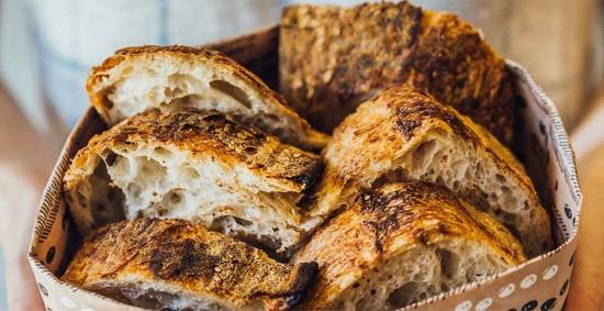 Os pães da carioca The Slow Bakery levam 30 horas pra ficarem prontos por conta da fermentação natural - e não há adição de ingredientes de origem animal (R$ 19,50; 500 gramas). Clica pra ver mais!