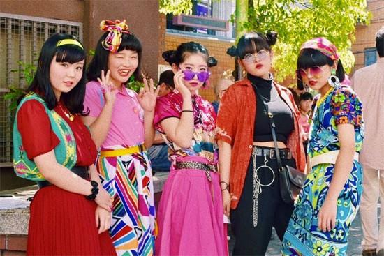 Uma das referências do que pode acontecer em Harajuku vem direto de... Osaka! São essas meninas, as Osaka girls, que tem bombado nas redes sociais