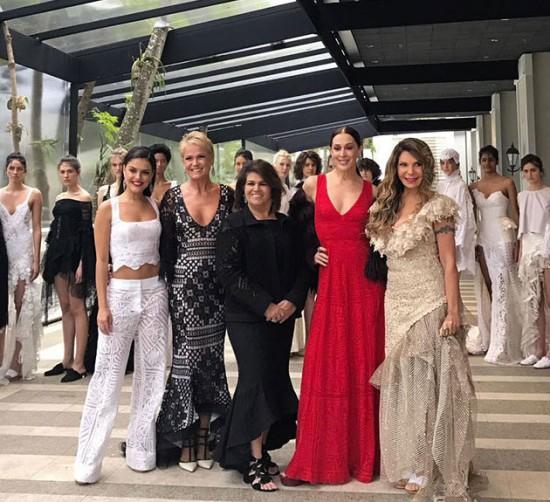 Paloma Bernardi, Xuxa, Claudia Raia e Elba Ramalho prestigiaram o desfile de Martha Medeiros! Vem ver