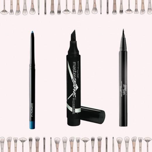 """Diversas canetas delineadoras pra ajudar na hora da maquiagem! À esq., opção colorida da M.A.C (R$ 74), no centro <a href=""""https://click.linksynergy.com/deeplink?id=N0rJZDSv9hA&mid=41116&murl=http%3A%2F%2Fwww.sephora.com.br%2Fmaybelline%2Fmaquiagem%2Folhos%2Fdelineador-maybelline-master-graphic-21044"""" target=""""_blank"""">Maybelline pra fazer traço gatinho</a> (R$ 47) e à dir. <a href=""""https://click.linksynergy.com/deeplink?id=N0rJZDSv9hA&mid=41116&murl=http%3A%2F%2Fwww.sephora.com.br%2Fkat-von-d%2Fmaquiagem%2Folhos%2Fdelineador-ink-liner-waterproof-21063"""" target=""""_blank"""">Ink Liner à prova d'água</a> (R$ 119)! Vem ver mais!"""
