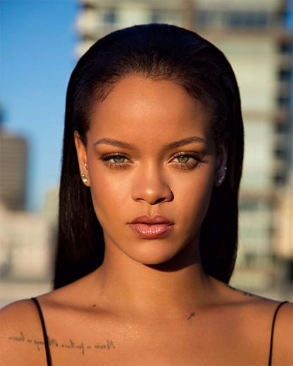 Rihanna com tudo: ela também lançou sua linha de make, a Fenty Beauty!