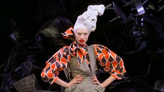 """""""Le Testament d'Alexander McQueen"""" mostra o processo de criação das últimas 4 coleções do estilista"""