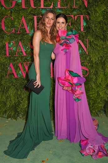 Gisele Bundchen com a Livia Firth no Green Carpet Fashion Awards