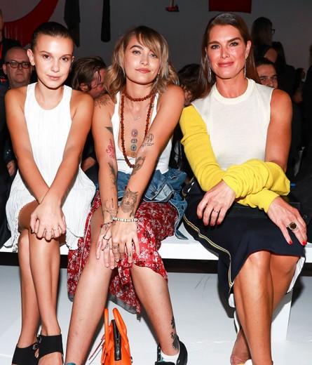 Millie Bobby Brown, Paris Jackson e Brooke Shields na fila A da Calvin Klein - vem ver quem mais passou por lá