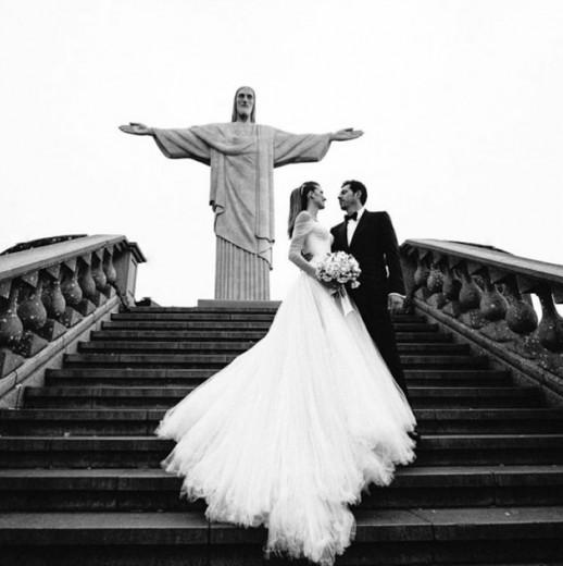 A cerimônia de Michelle Alves e Guy Oseary aconteceu no Corcovado - vem ver mais!