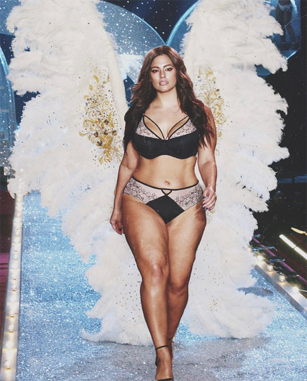 Modelo Plus Size Ashley Graham Ironiza Desfile Da
