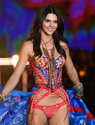 Kendall, a modelo mais bem paga do mundo, no desfile da Victoria's Secret de 2017
