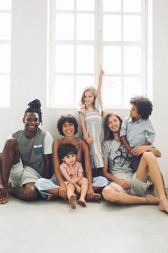 Agora a Renner tem roupas sustentáveis – pra crianças e adultos! Clica pra ver as peças da primeira coleção