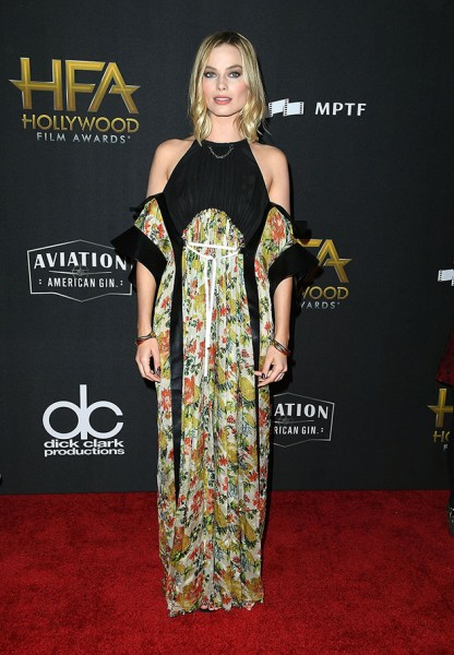 61117-hollywood-film-awards-margot-robbie