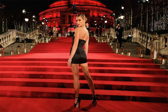 051217-fashionawards-hailey