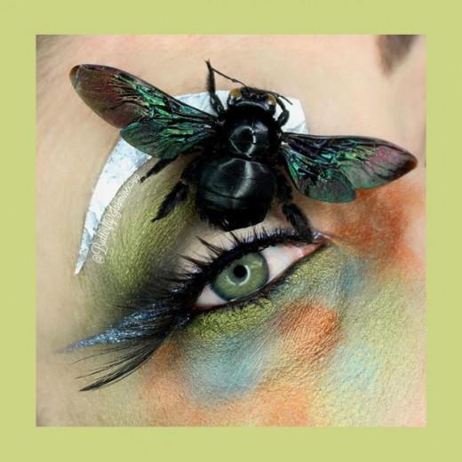 A maquiadora californiana Jasmine Ahumada mistura insetos com maquiagem - vem ver mais!