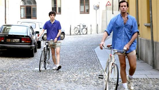 """Elio e Oliver, os personagens de """"Me Chame Pelo Seu Nome"""" - só no shortinho! Vem se inspirar na galeria"""