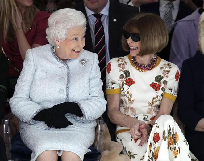 0b1c82318a5c1 Rainha Elizabeth 2ª vai na Semana de Moda de Londres!