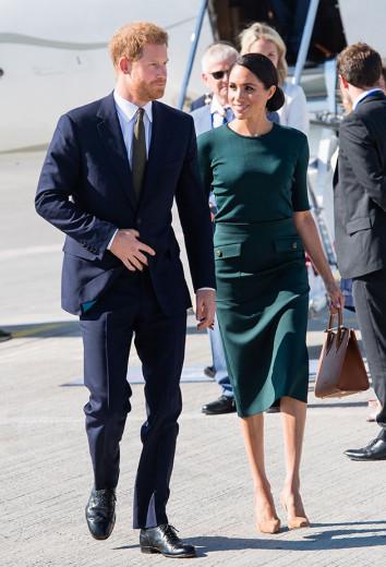 Dia 10/07 agitado: Meghan visita Dublin na Irlanda a bordo de um look verde bandeira Givenchy