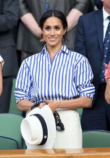 Meghan Markle em Wimbledon com uma camisa Ralph Lauren! Gostou do estilo? A gente te sugere algumas - vem ver na galeria!