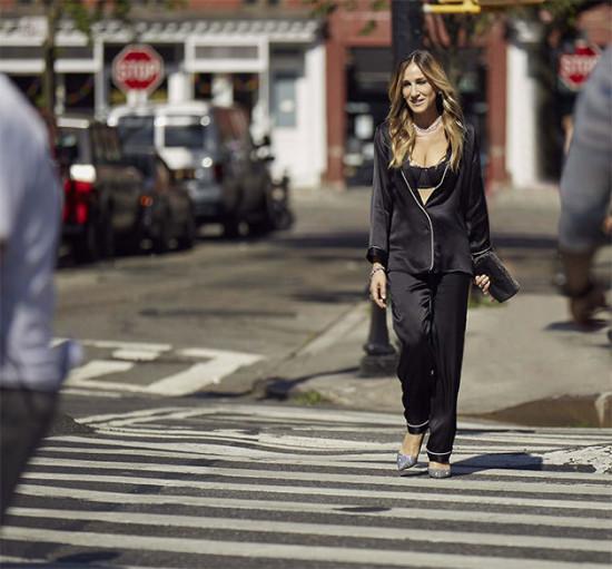 Sarah Jessica Parker relembra os tempos de Carrie Bradshaw pelas ruas de NY!