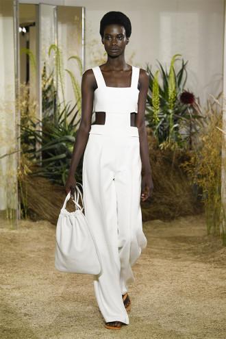 c2d8ceeb9ca O couro é levíssimo na pré primavera-verão da Hermès - Lilian Pacce