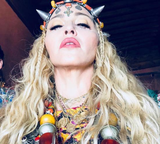 Madonna comemorou seu aniversário com colares do joalheiro brasileiro Carlos Rodeiro - clica na galeria pra conferir!