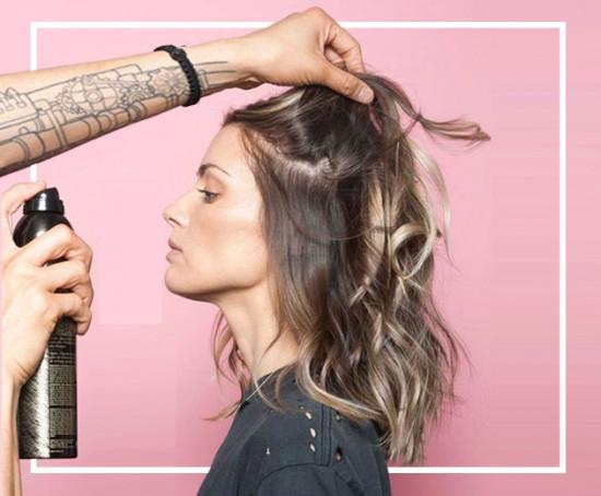 A maquiagem pro cabelo que vai acabar com suas falhas e fios brancos - clica na galeria pra conhecer!