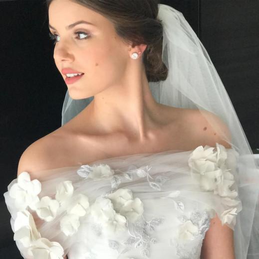 Vem ver mais fotos do vestido feito por Lethicia Bronstein - e da cerimônia também! Clica na foto!