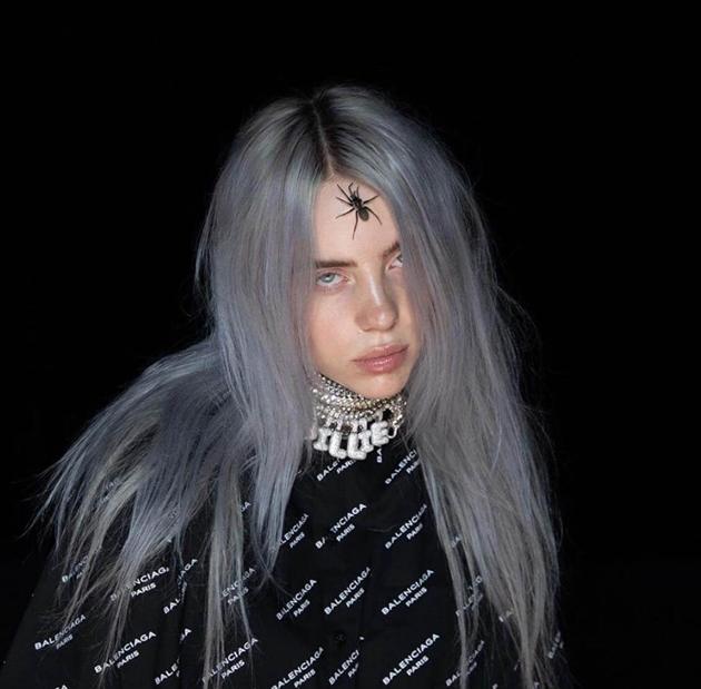 848a616fcb6f6 De olho nela! Billie Eilish  16 anos, melancólica e estilosa!