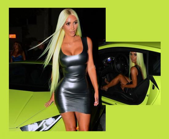 Kim Kardashian West curtiu tanto a tendência do neon que decidiu combinar a cor da peruca com o carro. Bem basiquinha... Risos! Clica na galeria pra ver mais!