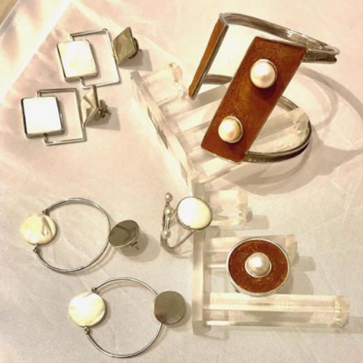 Silvia Blumberg produz suas joias a partir de materiais que seriam descartados - clica na galeria pra saber mais!