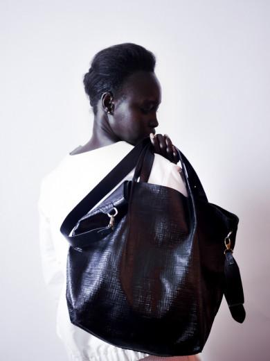 98b00aee94 A marca de bolsas feitas à mão com reaproveitamento de couro - Lilian Pacce
