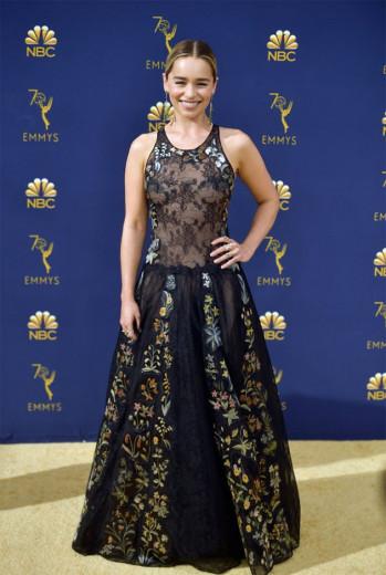 Emilia Clarke, rainha dos dragões, de Dior! Vem ver mais!