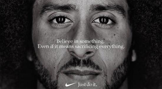 """Colin Kaepernick na campanha que deu o que falar: """"Acredite em algo. Mesmo que isso signifique sacrificar todo o resto"""""""
