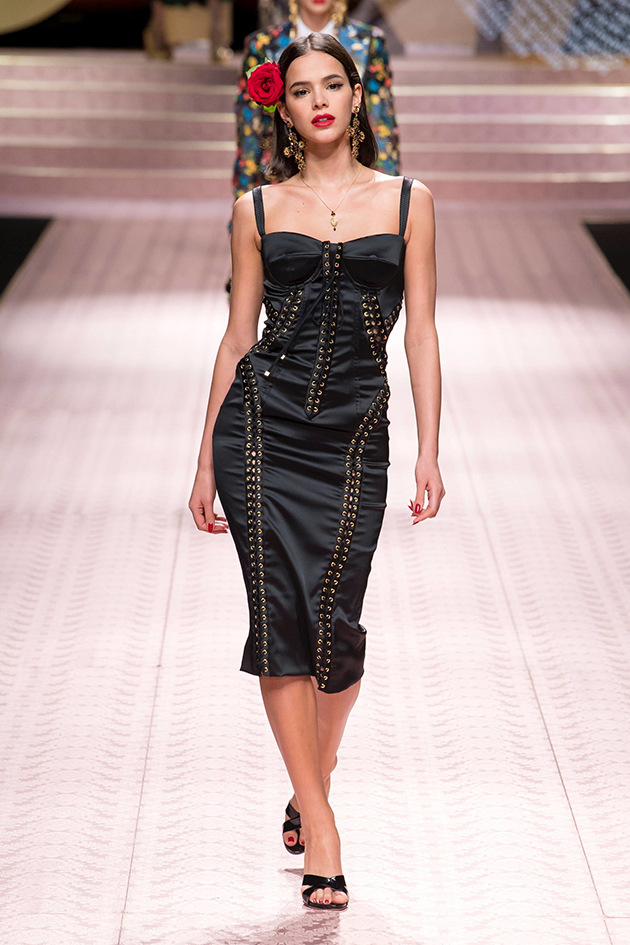 Bruna Marquezine e Marina Ruy Barbosa pra Dolce   Gabbana 28c899f010a