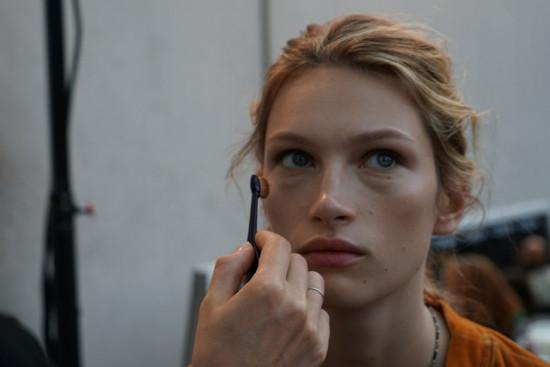 A beleza de Elie Saab é clean e a gente te mostra todos os detalhes - clica na galeria pra ver mais!