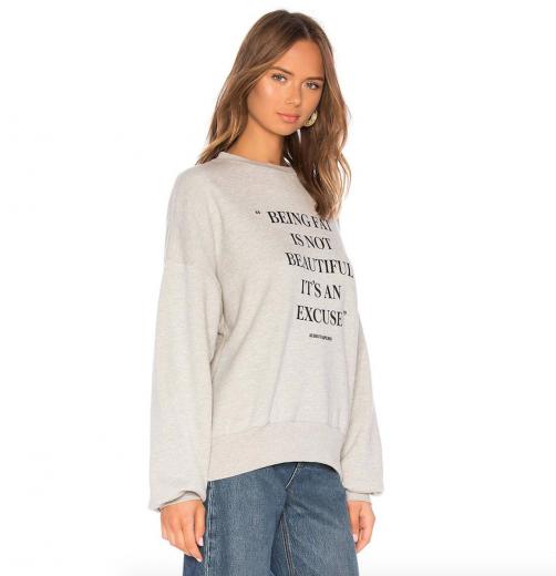 """O suéter já foi tirado do ar e a Revolve prometeu doar US$ 20 mil (aproximadamente R$ 83 mil) pra instituição """"Girls Write Now"""". O que você achou?"""