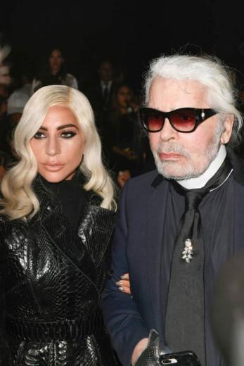 Lady Gaga e Karl Lagerfeld foram conferir a estreia do amigo Hedi Slimane na Celine - vem ver quem mais marcou presença na Semana de Moda de Paris!
