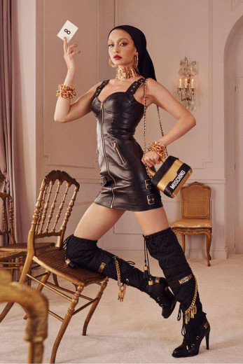 Gigi Hadid é um dos nomes escalados pra campanha da colab entre Moschino e H&M - clica na galeria pra ver mais!