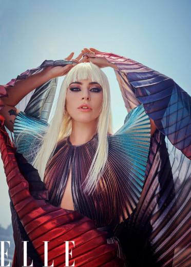 Lady Gaga posando pra revista Elle! Vem ver mais