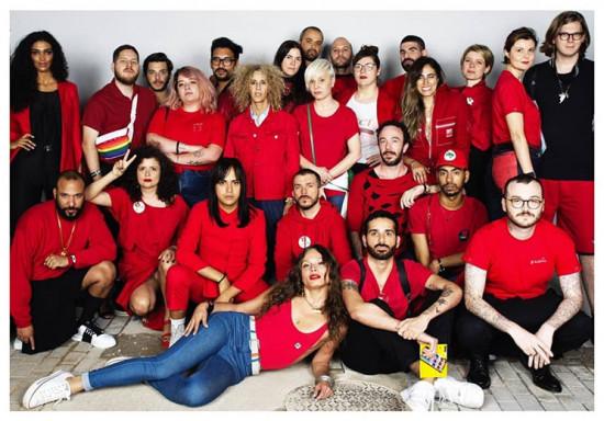 Às sextas os fashionistas usam vermelho - clica na galeria pra ver!