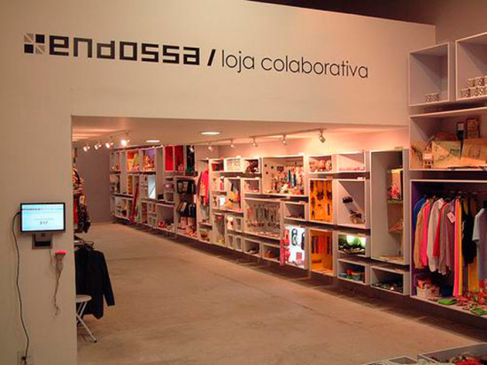 As lojas colaborativas são um alternativa pra quem quer mais que o e-commerce sem gastar muito com uma loja física! A Endossa é pioneira desses espaços. Vem ver mais!