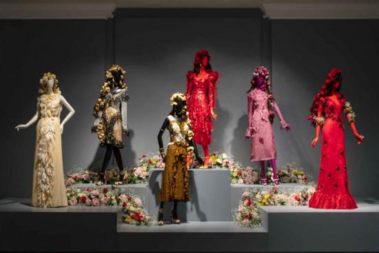 A exposição da Rodarte traz 90 looks dos 13 anos de história da marca! Clica na galeria pra conferir mais detalhes
