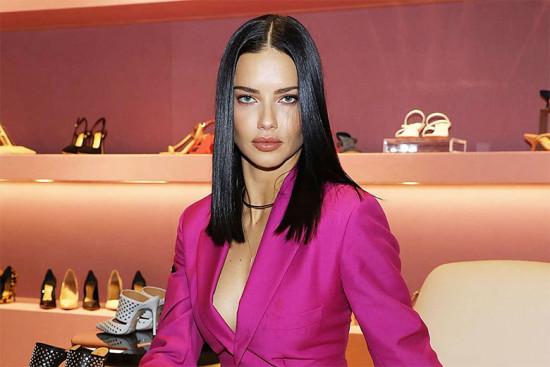 Adriana Lima na loja nova da Schutz em Miami - aposentada das asas... e linda!